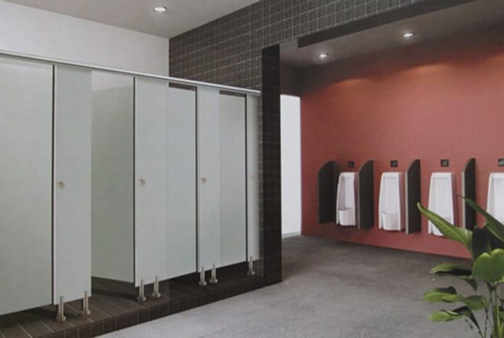 Vách ngăn vệ sinh compact trong bệnh viện