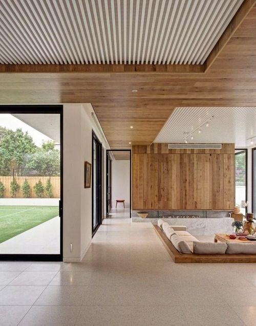 Thi công trần gỗ hiện đại