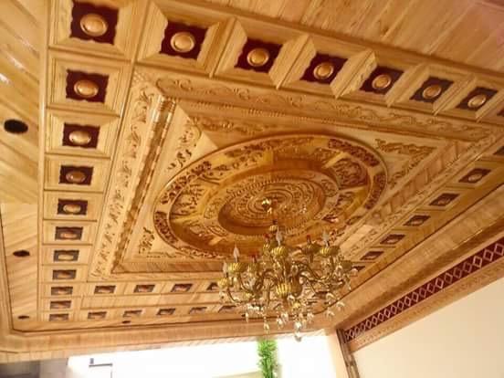 trần gỗ phòng khách hiện đại
