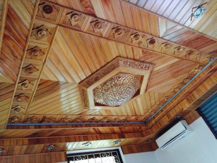 trần gỗ tam cấp